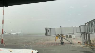 В Тюмени не смог приземлиться самолет. Пассажиров доставили в Ханты-Мансийск