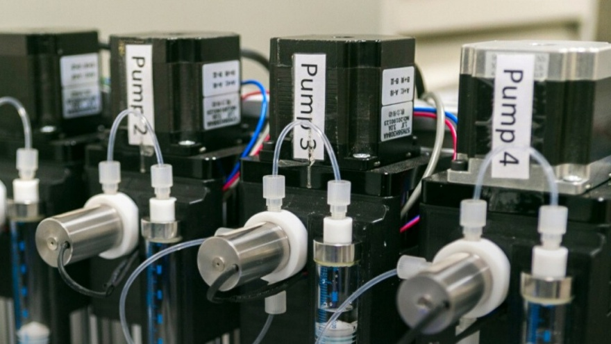 Ученые в Ростове научили робота проектировать наноматериалы