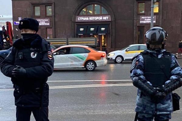 Акции протеста начались раньше всех на Дальнем Востоке и в течение дня переместились в центр страны