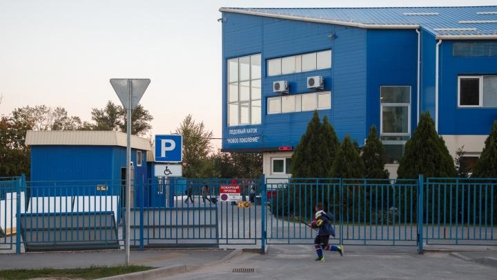 «Спорт умирает. Его убивают намеренно»: в Волгограде проверяют школу зимних видов спорта после скандала с навязанным льдом