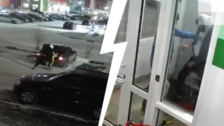 Избежал наказания тюменец, напавший на незнакомца с ножом из-за женщины в багажнике