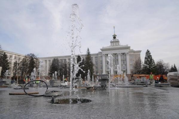 Еще пару месяцев — и фонтан порадует местных жителей и гостей столицы
