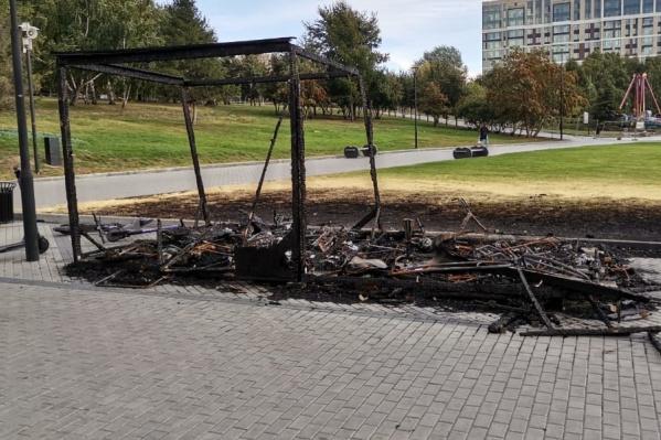 Огонь повредил не только киоск, но и оборудование