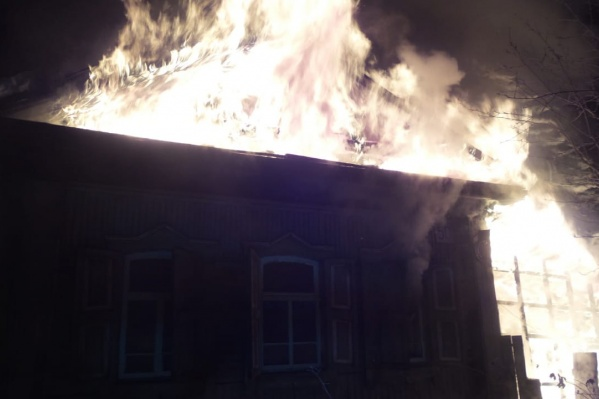Пожар распространился на площади 150 квадратных метров