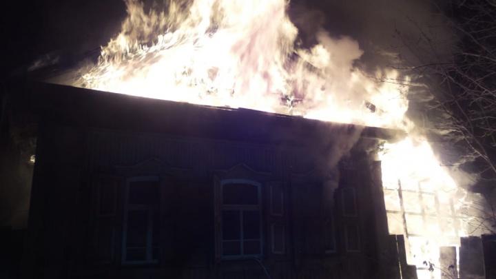 «Забрали только паспорта»: на улице Шаумяна сгорел дом со всеми вещами жильцов