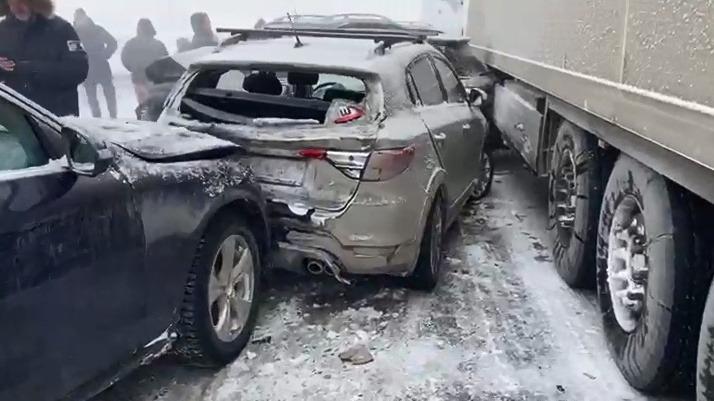 В воскресенье в авариях на свердловских дорогах погибли восемь человек: онлайн-трансляция