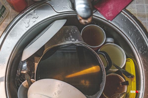 16 октября у жителей Мотовилихи возникнут сложности с мытьем посуды — холодной воды у них не будет
