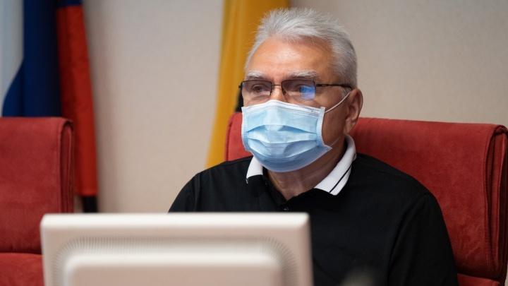 Заразил личный водитель: зампред Ярославской облдумы попал в больницу с коронавирусом