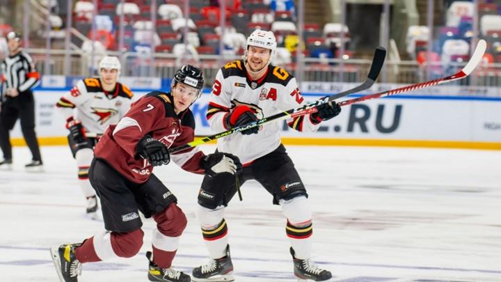 «Авангард» обыграл последнюю команду КХЛ и обеспечил себе место в плей-офф