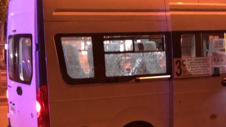 В Волгограде пьяный мужчина расстрелял пассажиров маршрутки — видео