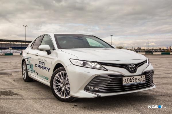 Toyota Camry впервые уступила корейскому бизнес-седану