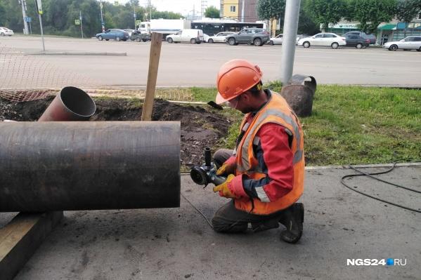 Сейчас специалисты выясняют характер повреждения трубопровода