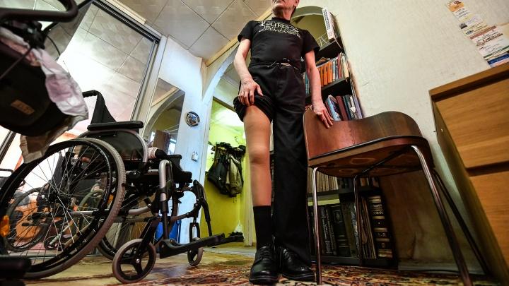 «Нет более захватывающего чтения, чем этот ГОСТ»: журналист в коляске — об обязанностях соцработников