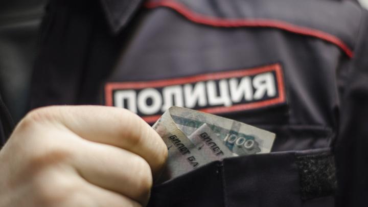 В Краснодаре полицейские и чиновники скрыли более 2 млн рублей дохода, недвижимость и машину