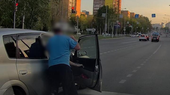 В Самаре водителя автобуса уволили за драку на Ново-Садовой