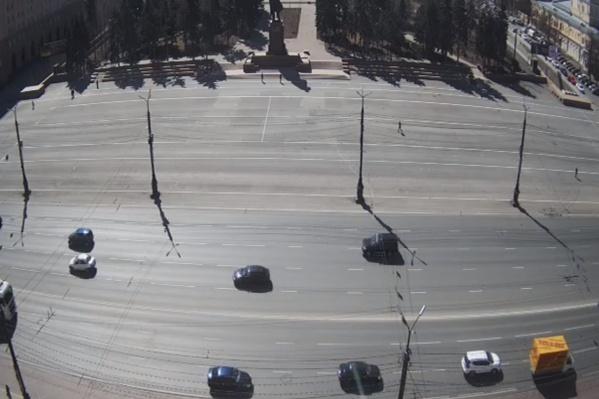 Камера «Интерсвязи» на площади Революции обычно работает круглые сутки, но сегодня отключат в том числе и ее