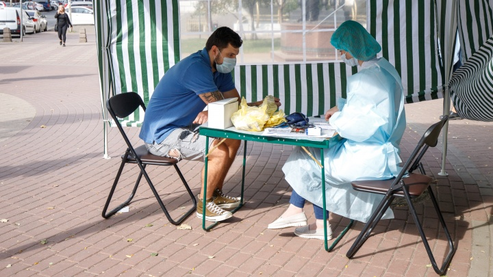 Колись и смотри кино: в Батайске будут дарить билеты за вакцинацию против ковида