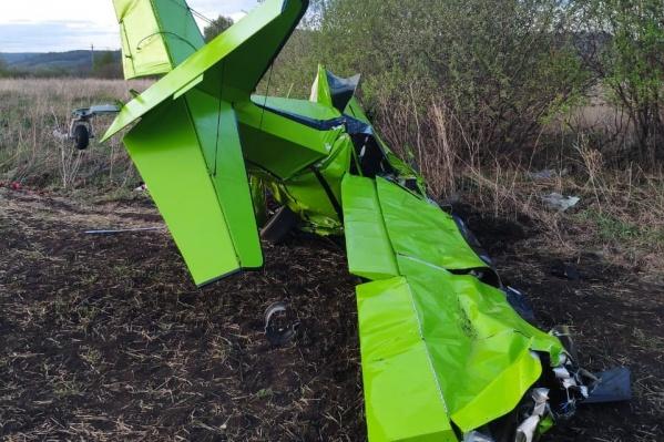 Самолет упал носом в землю