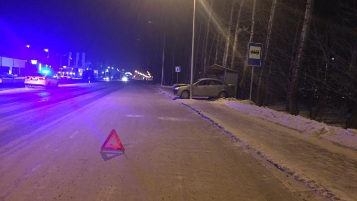 Четыре человека сбиты на остановке на Республике: вина на быстром водителе и плохих дорожных условиях
