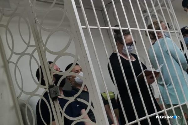 Под стражей сейчас находятся Юлия Богданова (крайняя справа), Надежда Судденок, Георгий Соболев и Сергей Антюшин