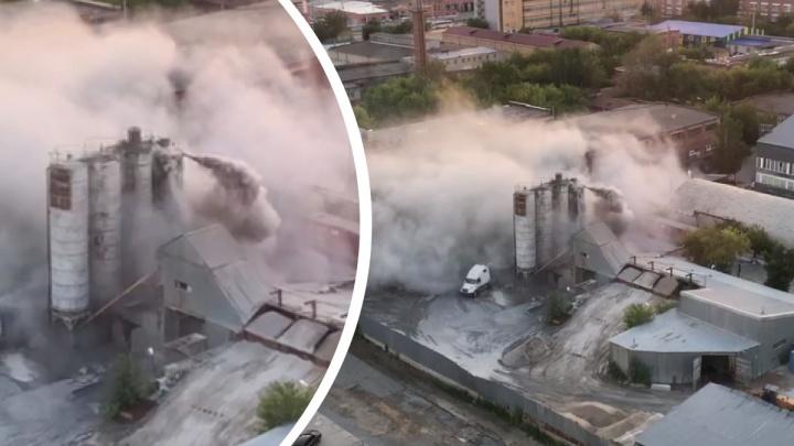 Цементная пыль накрыла район: в Екатеринбурге произошло ЧП на заводе
