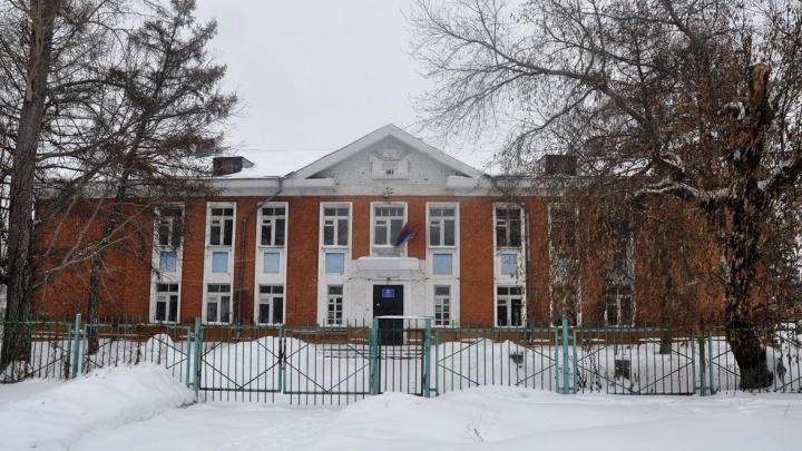 В Омске сдают в аренду бывшую школу. Мэр хотела открыть там поликлинику