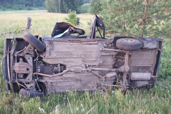 Автомобиль, в котором ехала школьница и ее друзья, съехал в кювет и перевернулся