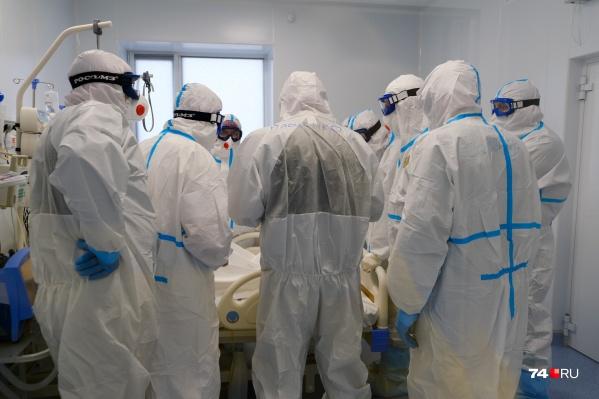 Экскурсия по новой больнице под Челябинском почти сразу превратилась в консилиум возле тяжелых больных