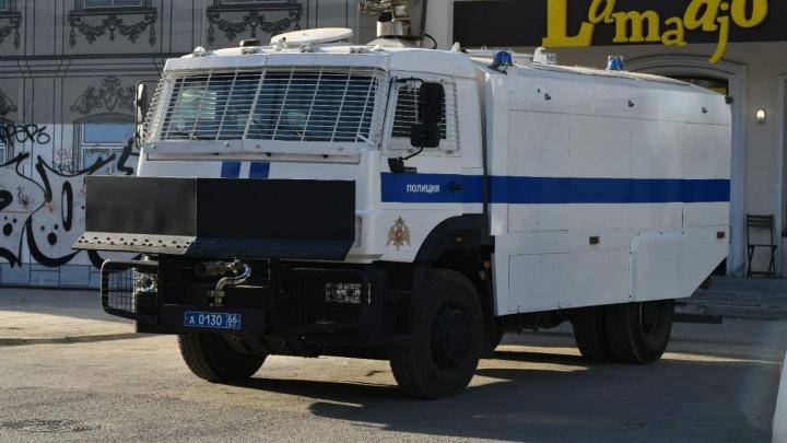 На улице Попова собралась выставка полицейского оборудования. Подборка фото