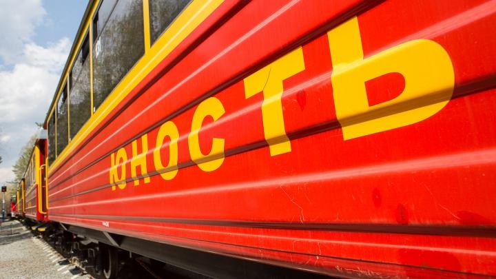 В Челябинске две девятиклассницы попали в больницу после неудачного селфи на фоне поезда