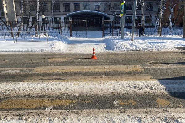 Место аварии на Ялуторовской — пешеходный переход