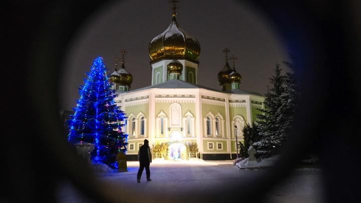 Вход на службу по билетам, разметка на полу: Челябинск отметил Рождество Христово