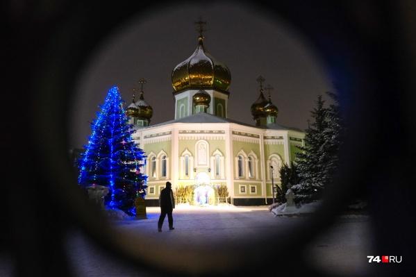 В Свято-Симеоновском соборе божественную литургию сегодня служилмитрополит Челябинский и Миасский Григорий