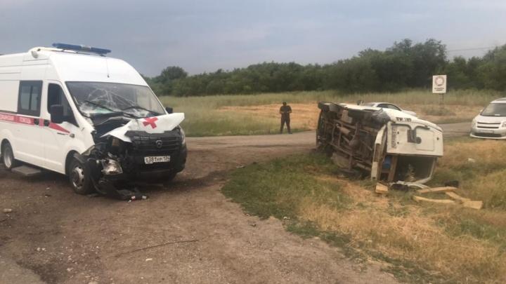 Пять человек пострадали в ДТП со скорой на трассе под Волгоградом