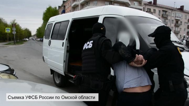 В центре Омска задержали оборонщика. Он продавал военные детали через интернет