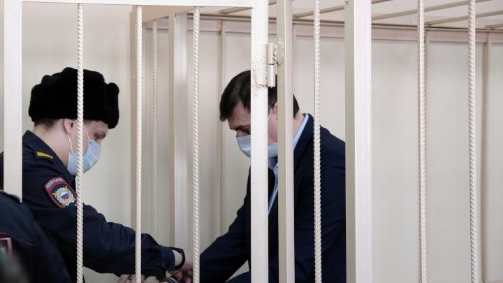 В деле зама Котовой появилась явка с повинной. В мэрии попросили Извекова уволиться