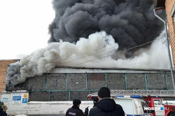 Столб дыма был виден со всего города