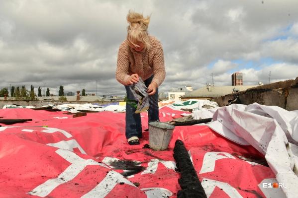 Теперь жильцы дома сами убирают лужи с крыши