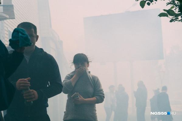 Люди бежали от едкого дыма