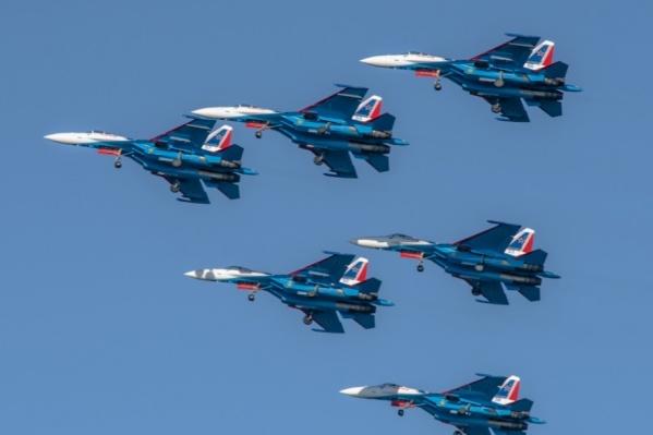 «Русские Витязи» прилетели в Сургут