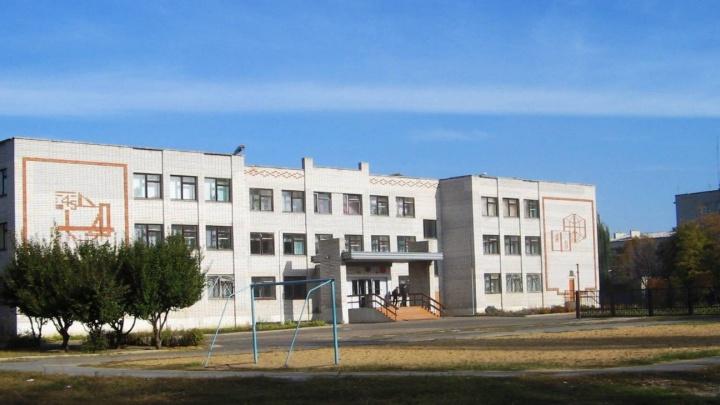 Рамы не той конструкции: в Волгоградской области Роспотребнадзор закрыл школу за непроветриваемые от COVID коридоры
