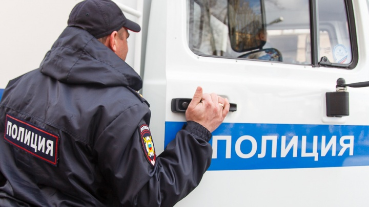 Бил отверткой в живот: в Волгограде тесть едва не убил зятя за слезы дочери