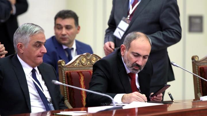 Генштаб Армении потребовал отставки премьера. Пашинян назвал это попыткой переворота