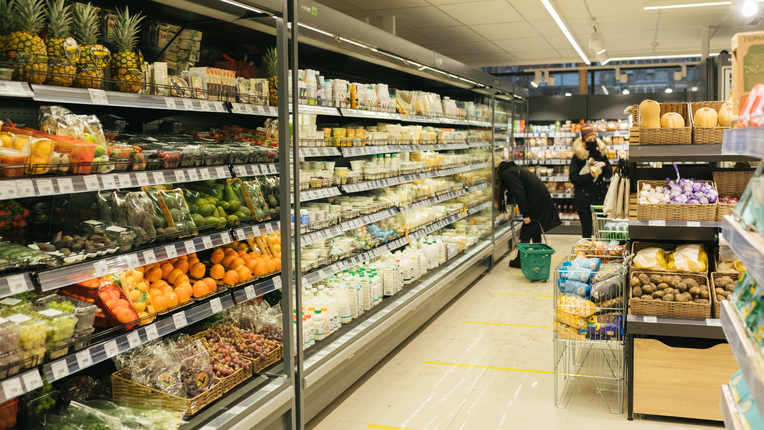 От фруктов до детского питания — на полках найдутся все необходимые продукты на каждый день