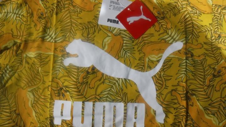 Грузовик с ворохом фейковых футболок Armani и Calvin Klein задержали тюменские таможенники