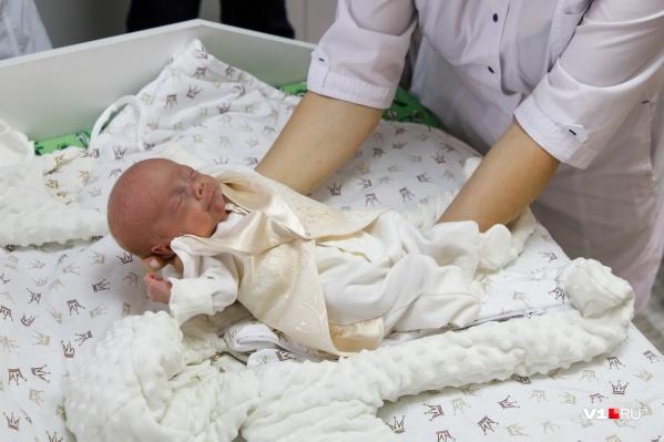 Самому маленькому из волгоградских четверняшек потребовалась помощь московских медиков