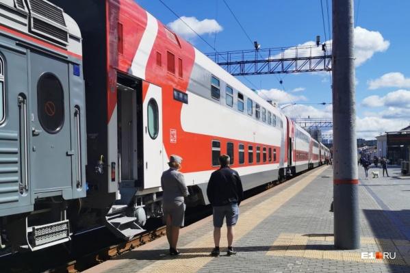 Поезд состоит из современных двухэтажных вагонов