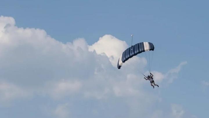 В Челябинской области разбился парашютист