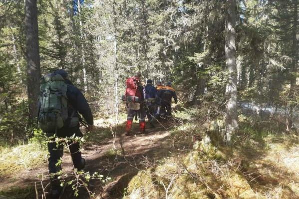 Нападение произошло ранним утром, но группа добралась до места, где ловит связь, к вечеру