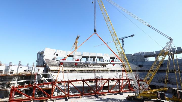 Строители начали собирать купол ледовой арены УГМК. Показываем фото со стройплощадки